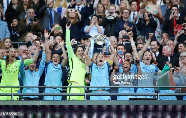 Manchester City's Steph Houghton lifts the SSE Women's FA Cup