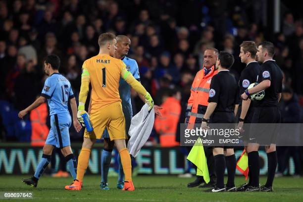 Manchester City's Vincent Kompany and goalkeeper Joe Hart protest to referee Michael Oliver at the end of the first half