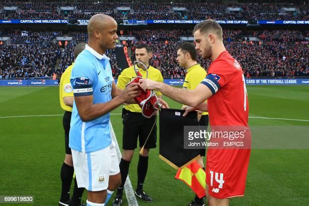 Manchester City's Vincent Kompany and Liverpool's Jordan Henderson shake hands before kick off