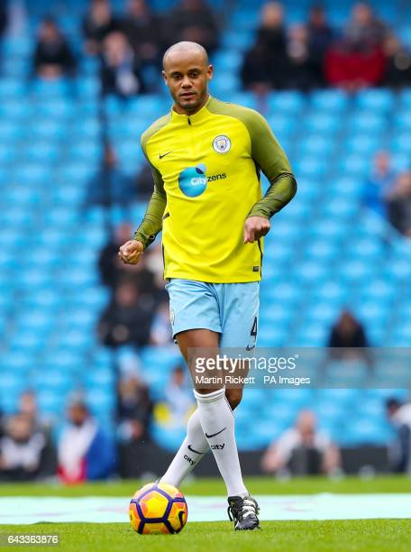 Manchester City's Vincent Kompany warms up prior to the match
