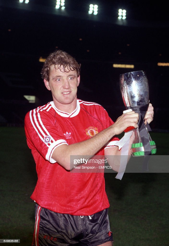 Manchester United captain Steve Bruce with the European Super Cup trophy