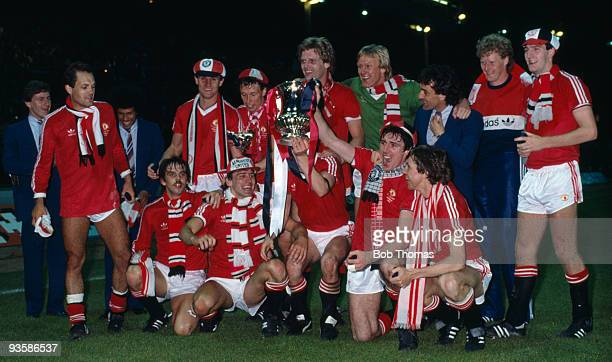 Manchester United celebrates their victory with the trophy after the FA Cup Final replay between Brighton and Manchester United held at Wembley...