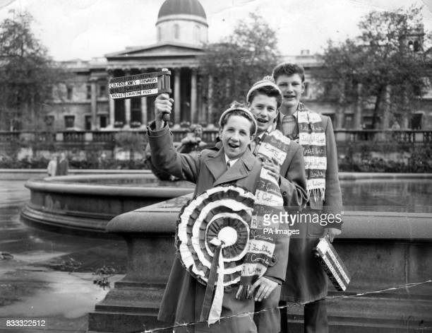 Manchester United fans in London before the Cup Final LR Brian Dawson Peter Eckersley and Peter Faulkner all travelled from Manchester with their...