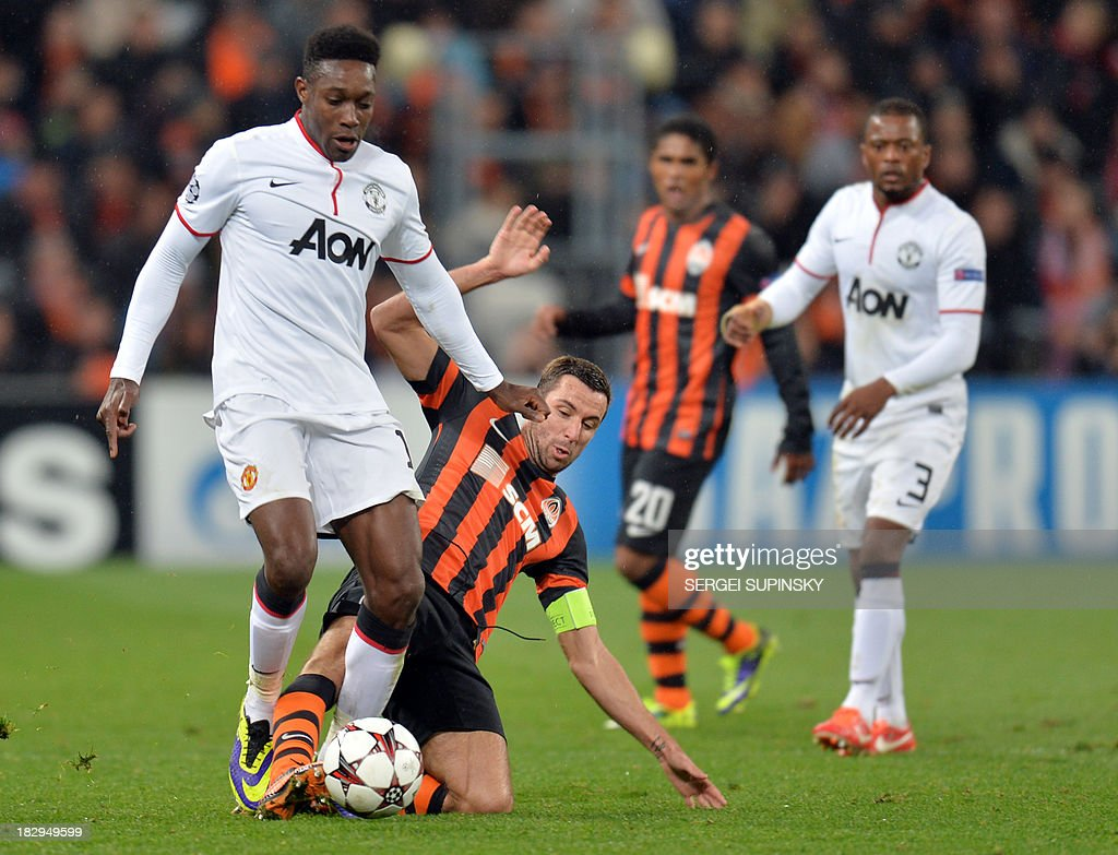 Manchester United FC's Danny Welbeck (L) vies with FC Shakhtar's Darijo Srna during the European Champions League football match FC Shakhtar vs Manchester United in Donetsk on October 2, 2013.