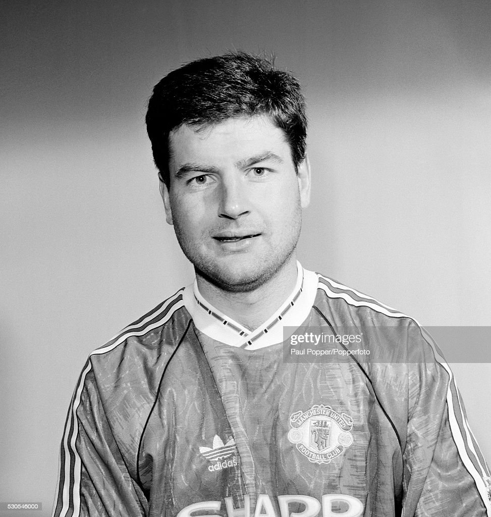 Manchester United footballer <a gi-track='captionPersonalityLinkClicked' href=/galleries/search?phrase=Denis+Irwin&family=editorial&specificpeople=221637 ng-click='$event.stopPropagation()'>Denis Irwin</a>, circa 1991.