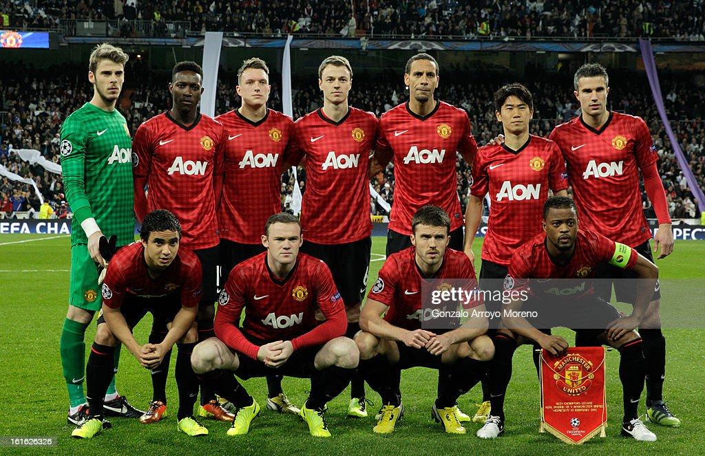 Manchester United line up ahead of the UEFA Champions League Round of 16 first leg match between Real Madrid and Manchester United at Estadio Santiago Bernabeu on February 13, 2013 in Madrid, Spain.