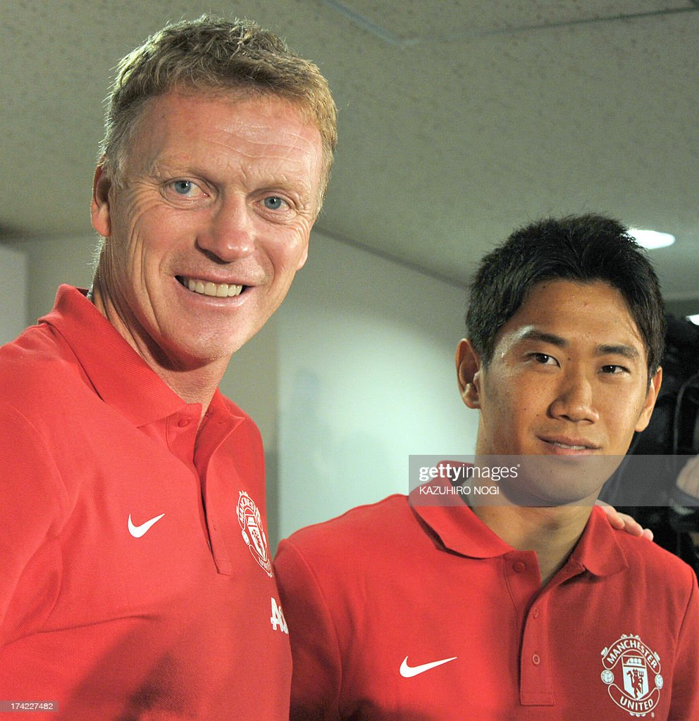 Manchester United manager David Moyes (L) and Japanese player Shinji Kagawa (R) pose for photographes during a press conference prior to a training session at Nissan Stadium in Yokohama, suburban Tokyo on July 22, 2013. The United will play Yokohama F Marinos on July 23 and then face Kagawa's former J-League club Cerezo Osaka at Nagai Stadium on July 26.