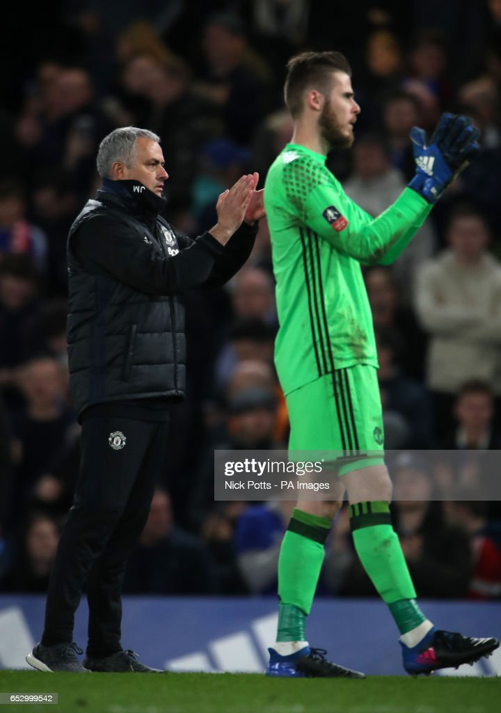 Manchester United manager Jose Mourinho and David de Gea (right) applaud the fans after the Emirates FA Cup, Quarter Final match at Stamford Bridge, London.