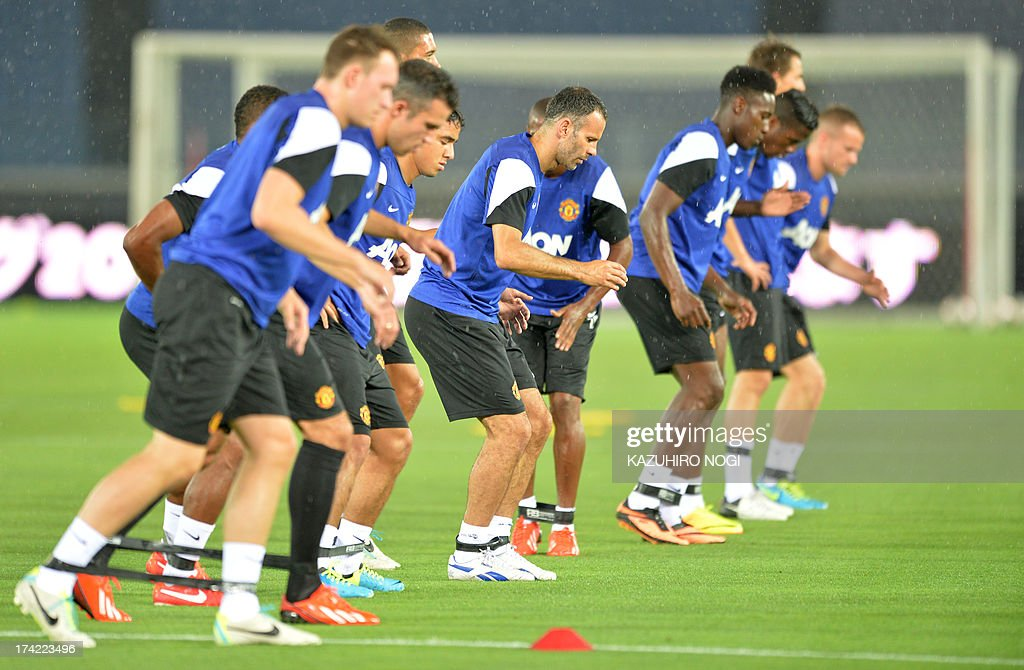 Manchester United midfielder Ryan Giggs (C) and his teammates warm up during a training session at Nissan Stadium in Yokohama, suburban Tokyo on July 22, 2013. The United will play Yokohama F Marinos on July 23 and then face J-League club Cerezo Osaka at Nagai Stadium on July 26 .