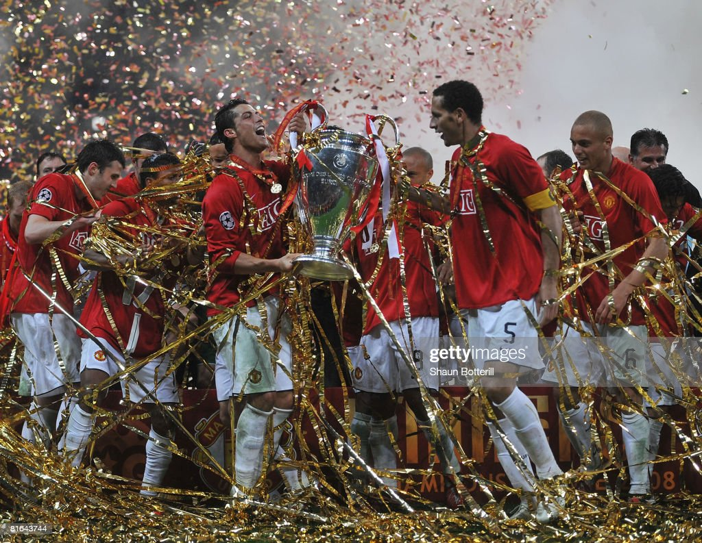 Manchester United players celebrate with the trophy following their team''s victory during the UEFA Champions League Final match between Manchester United and Chelsea at the Luzhniki Stadium on May 21, 2008 in Moscow, Russia.