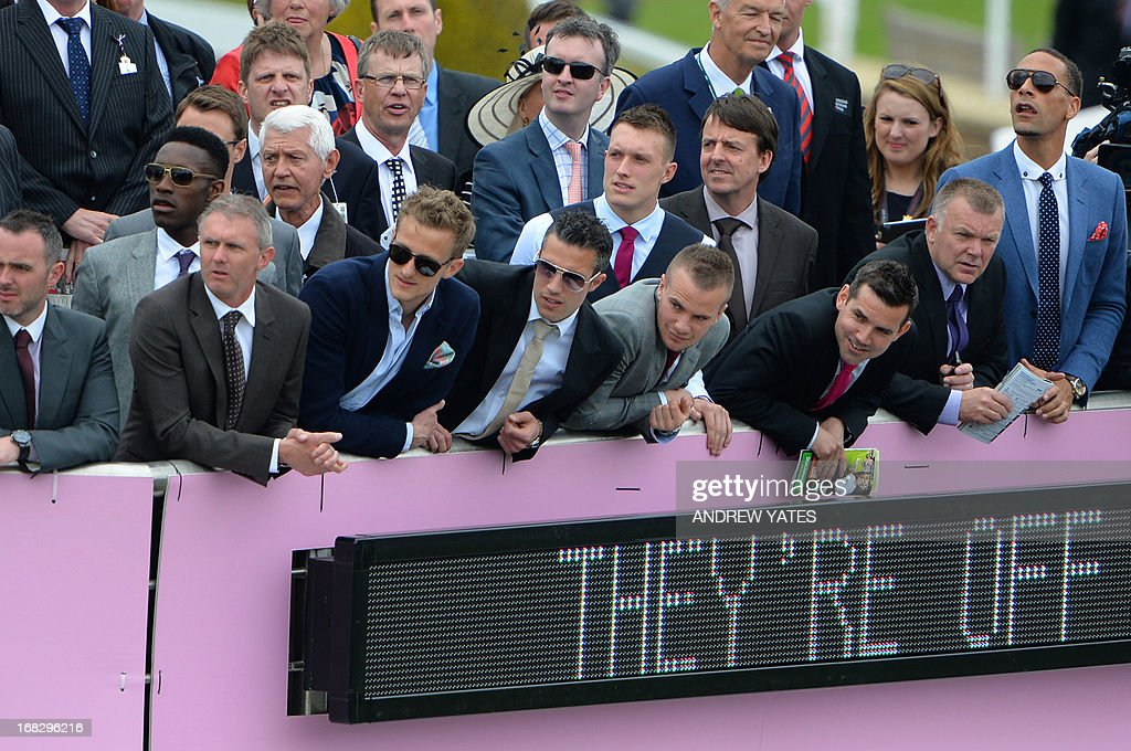 Manchester United players, Dutch striker Robin van Persie (C), English defender Phil Jones (5R back), English midfielder Tom Cleverley (4R), English striker Danny Welbeck (L) and English defender Rio Ferdinand (R) watch the action at the Chester Races horse racing event at Chester Racecourse in Cheshire, northwest England on May 8, 2013. Alex Ferguson will retire as Manchester United boss at the end of the season, the Premier League champions announced on May 8, ending the most successful managerial reign in English football. AFP PHOTO / ANDREW YATES