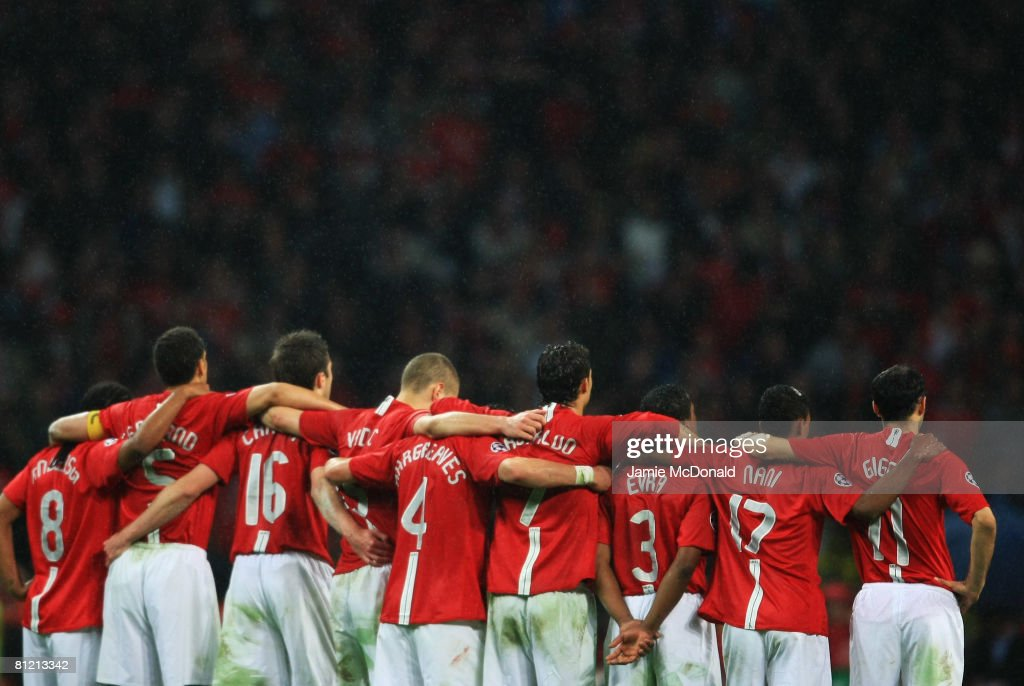 Manchester United players line up during the penalty shoot-out during the UEFA Champions League Final match between Manchester United and Chelsea at the Luzhniki Stadium on May 21, 2008 in Moscow, Russia.