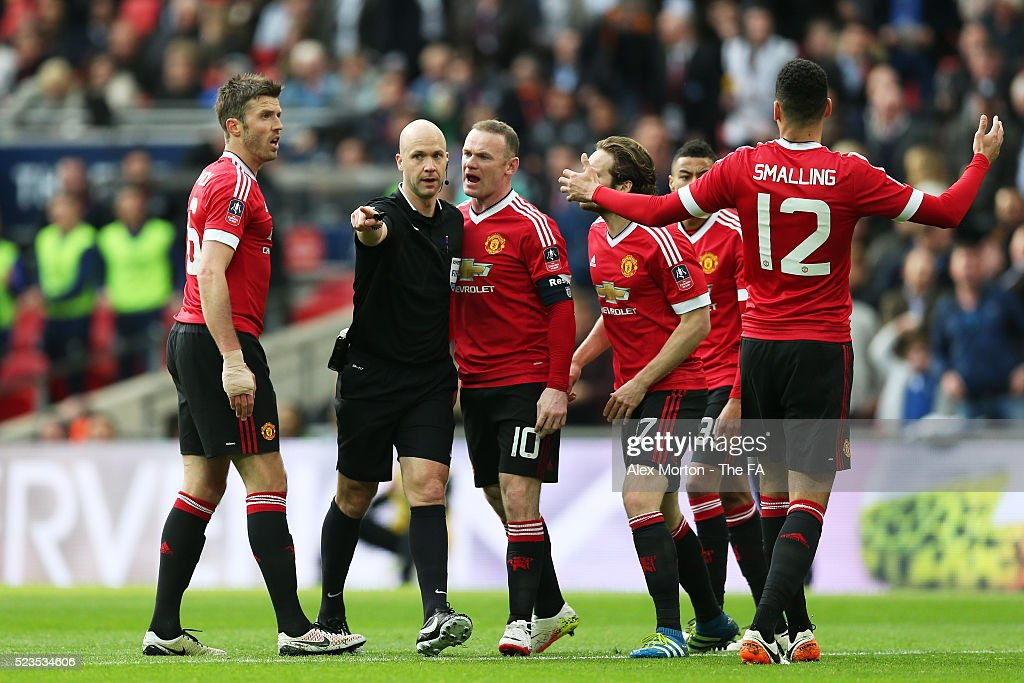 Everton v Manchester United - The Emirates FA Cup Semi Final : News Photo