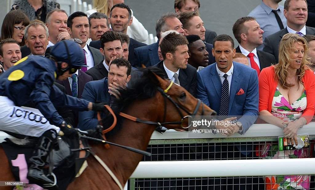 Manchester United players, Welsh midfielder Ryan Giggs (C back), English midfielder Michael Carrick (4R), English striker Danny Welbeck (3R) and English defender Rio Ferdinand (2R) watch the Chester Races horse racing event at Chester Racecourse in Cheshire, northwest England on May 8, 2013. Alex Ferguson will retire as Manchester United boss at the end of the season, the Premier League champions announced on May 8, ending the most successful managerial reign in English football. AFP PHOTO / ANDREW YATES