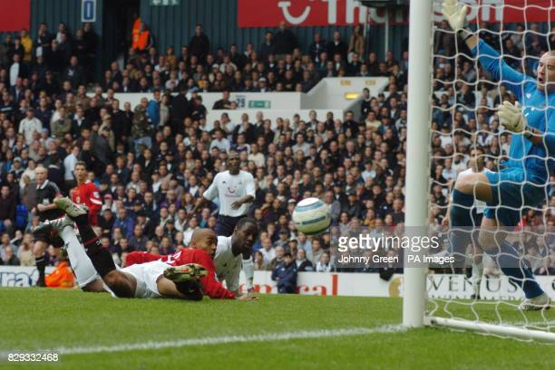 Manchester United substitute David Bellion has a pointblank header saved by Tottenham Hotspur goalkeeper Paul Robinson during the Barclaycard...