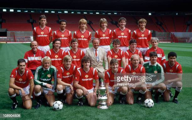 Manchester United with the FA Cup at Old Trafford Manchester August 1985 Back row left to right Mike Duxbury Remi Moses Gordon Strachan Jesper Olsen...