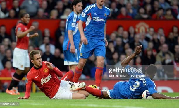 Manchester United's Adnan Januzaj and Hull City's Maynor Figueroa