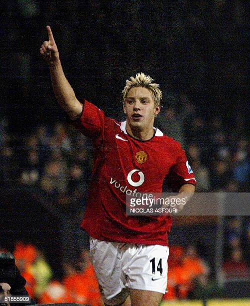 Manchester United's Alan Smith celebrates his goal at Fulham football club in London 13 December 2004 during the Premiership football match...