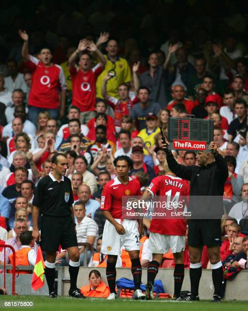Manchester United's Alan Smith comes of as a sub for Kieran Richardson