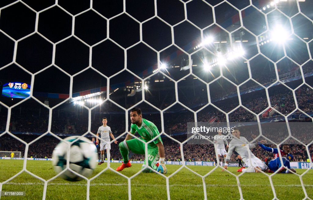 Manchester United's Argentinian goalkeeper Sergio Romero (C) looks at the ball after Basel scored during the UEFA Champions League Group A football match between FC Basel and Manchester United at Saint Jakob-Park Stadium on November 22, 2017 in Basel. /