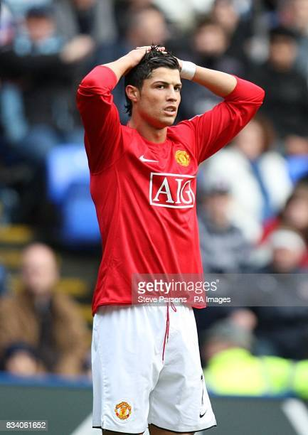 Manchester United's Cristiano Ronaldo dejected after a missed chance