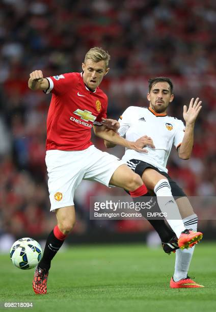 Manchester United's Darren Fletcher and Valencia's Paco Alcacer battle for the ball