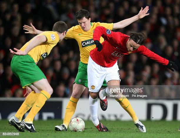 Manchester United's Dimitar Berbatov and Celtic's Gary Caldwell battle for the ball