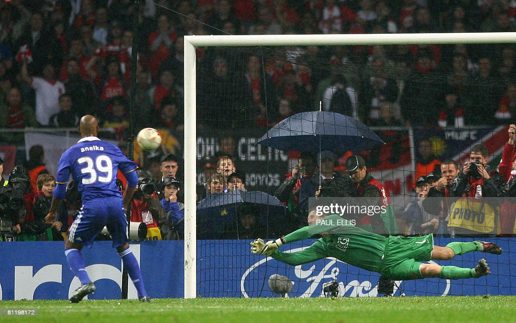 Manchester United's Dutch goalkeeper Edwin van der Sar (R) saves a penalty by Chelsea's French forward Nicolas Anelka (L) to win the final of the UEFA Champions League football match at the Luzhniki stadium in Moscow on May 21, 2008. The match remained at a 1-1 draw and Manchester won on penalties after extra time. AFP PHOTO / Paul Ellis