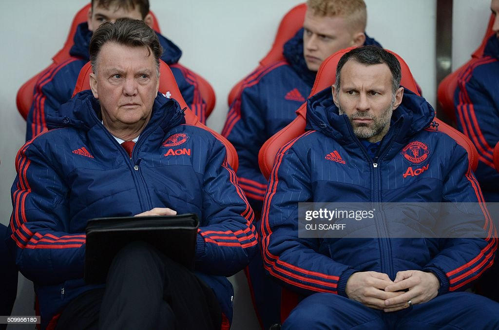 Manchester United's Dutch manager Louis van Gaal (L) and Manchester United's Welsh assistant manager Ryan Giggs sit in the dug out ahead of the English Premier League football match between Sunderland and Manchester United at the Stadium of Light in Sunderland, northeast England on February 13, 2016. / AFP / OLI SCARFF / RESTRICTED TO EDITORIAL USE. No use with unauthorized audio, video, data, fixture lists, club/league logos or 'live' services. Online in-match use limited to 75 images, no video emulation. No use in betting, games or single club/league/player publications. /