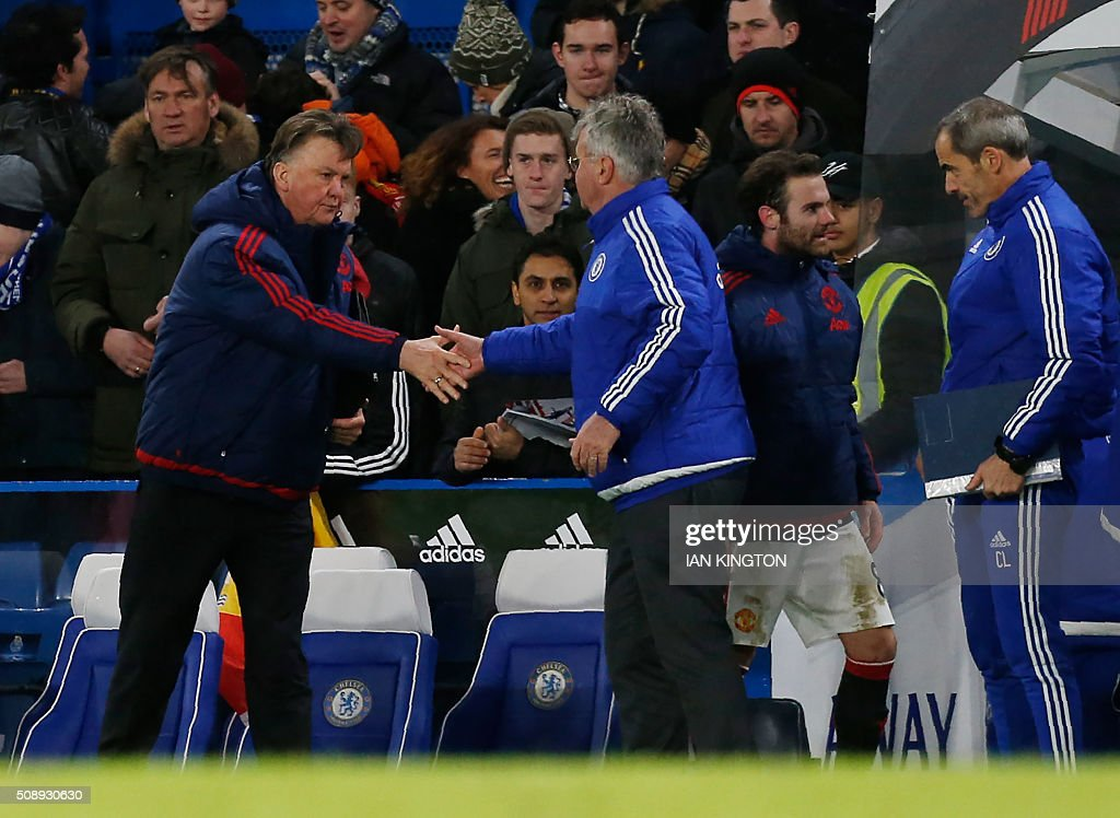 Manchester United's Dutch manager Louis van Gaal (L) shakes hands with Chelsea's Dutch interim manager Guus Hiddink after the English Premier League football match between Chelsea and Manchester United at Stamford Bridge in London on February 7, 2016. / AFP / Ian Kington / RESTRICTED TO EDITORIAL USE. No use with unauthorized audio, video, data, fixture lists, club/league logos or 'live' services. Online in-match use limited to 75 images, no video emulation. No use in betting, games or single club/league/player publications. /