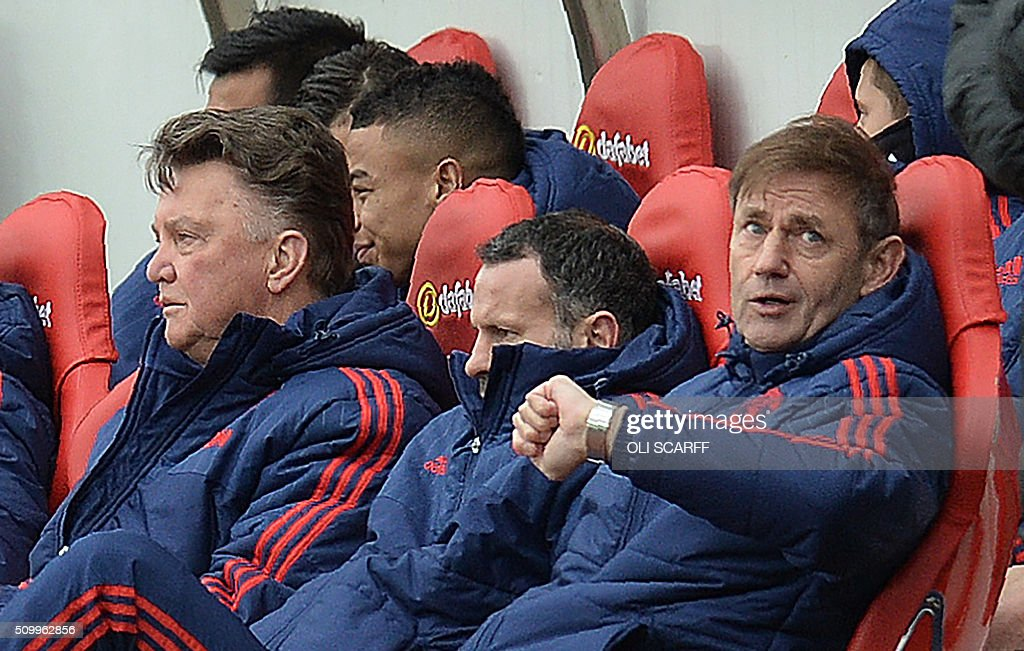 Manchester United's Dutch manager Louis van Gaal (L) sits in the dug out with Manchester United's Welsh assistant manager Ryan Giggs (C) during the English Premier League football match between Sunderland and Manchester United at the Stadium of Light in Sunderland, northeast England on February 13, 2016. Sunderland won the match 2-1. / AFP / OLI SCARFF / RESTRICTED TO EDITORIAL USE. No use with unauthorized audio, video, data, fixture lists, club/league logos or 'live' services. Online in-match use limited to 75 images, no video emulation. No use in betting, games or single club/league/player publications. /