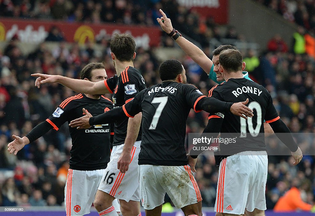 Manchester United's Dutch midfielder Memphis Depay (3R) and teammates call for a handball after Depay struck a shot towards goal during the English Premier League football match between Sunderland and Manchester United at the Stadium of Light in Sunderland, northeast England on February 13, 2016. Sunderland won the match 2-1. / AFP / OLI SCARFF / RESTRICTED TO EDITORIAL USE. No use with unauthorized audio, video, data, fixture lists, club/league logos or 'live' services. Online in-match use limited to 75 images, no video emulation. No use in betting, games or single club/league/player publications. /
