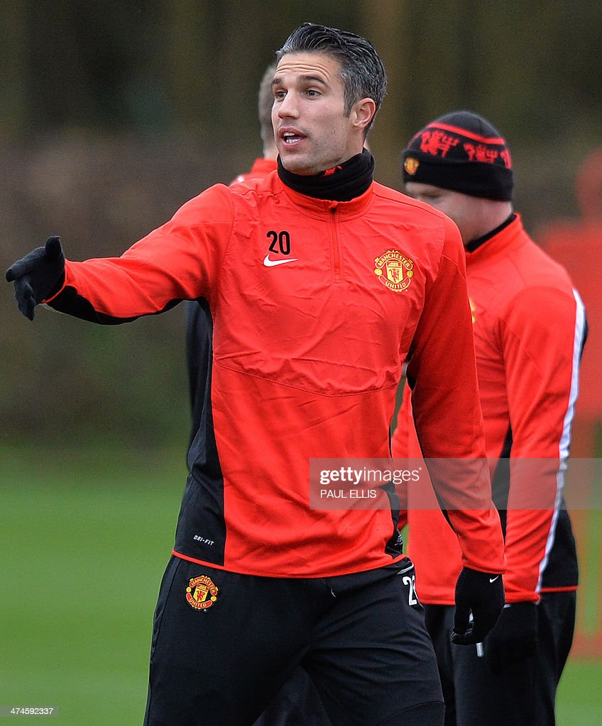 Manchester United's Dutch striker Robin van Persie (L) gestures during a training session at their Carrington complex in Manchester, north west England, on February 24, 2014 ahead of the UEFA Champions League football match between Olympiakos and Manchester United on February 25.