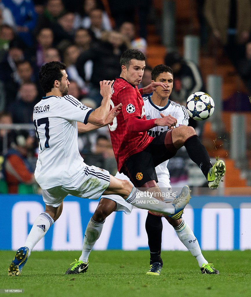 Manchester United's Dutch striker Robin van Persie (C) vies with Real Madrid's defender Alvaro Arbeloa (L) during the UEFA Champions League round of 16 first leg football match Real Madrid CF vs Manchester United FC at the Santiago Bernabeu stadium in Madrid on February 13, 2013.