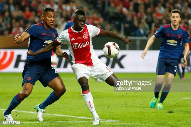 Manchester United's Ecuadorian midfielder Antonio Valencia and Ajax Colombian defender Davinson Sánchez vie for the ball during the UEFA Europa...