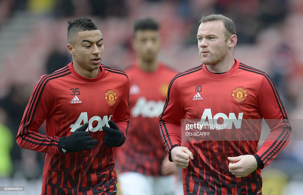Manchester United's English midfielder Jesse Lingard (L) and Manchester United's English striker Wayne Rooney warm up ahead of the English Premier League football match between Sunderland and Manchester United at the Stadium of Light in Sunderland, northeast England on February 13, 2016. / AFP / OLI SCARFF / RESTRICTED TO EDITORIAL USE. No use with unauthorized audio, video, data, fixture lists, club/league logos or 'live' services. Online in-match use limited to 75 images, no video emulation. No use in betting, games or single club/league/player publications. /