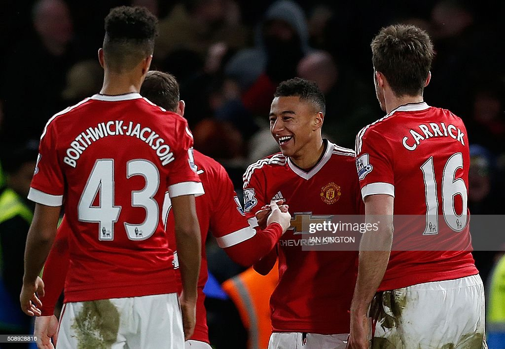 Manchester United's English midfielder Jesse Lingard (C) celebrates with teammates after scoring during the English Premier League football match between Chelsea and Manchester United at Stamford Bridge in London on February 7, 2016. / AFP / IAN KINGTON / RESTRICTED TO EDITORIAL USE. No use with unauthorized audio, video, data, fixture lists, club/league logos or 'live' services. Online in-match use limited to 75 images, no video emulation. No use in betting, games or single club/league/player publications. /