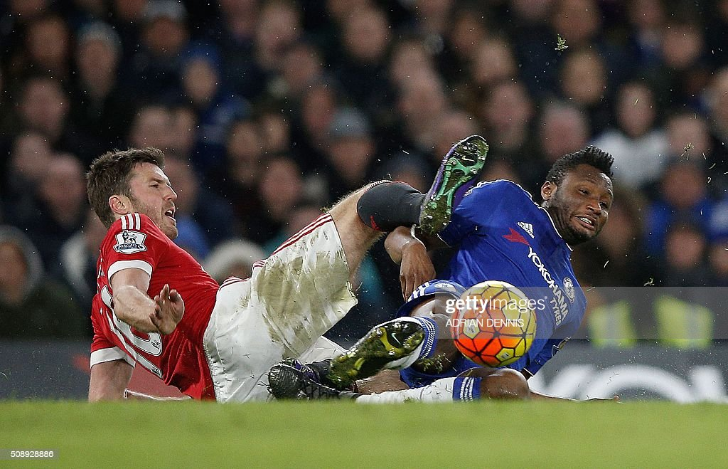 Manchester United's English midfielder Michael Carrick (L) clashes with Chelsea's Nigerian midfielder John Obi Mikel during the English Premier League football match between Chelsea and Manchester United at Stamford Bridge in London on February 7, 2016. / AFP / ADRIAN DENNIS / RESTRICTED TO EDITORIAL USE. No use with unauthorized audio, video, data, fixture lists, club/league logos or 'live' services. Online in-match use limited to 75 images, no video emulation. No use in betting, games or single club/league/player publications. /