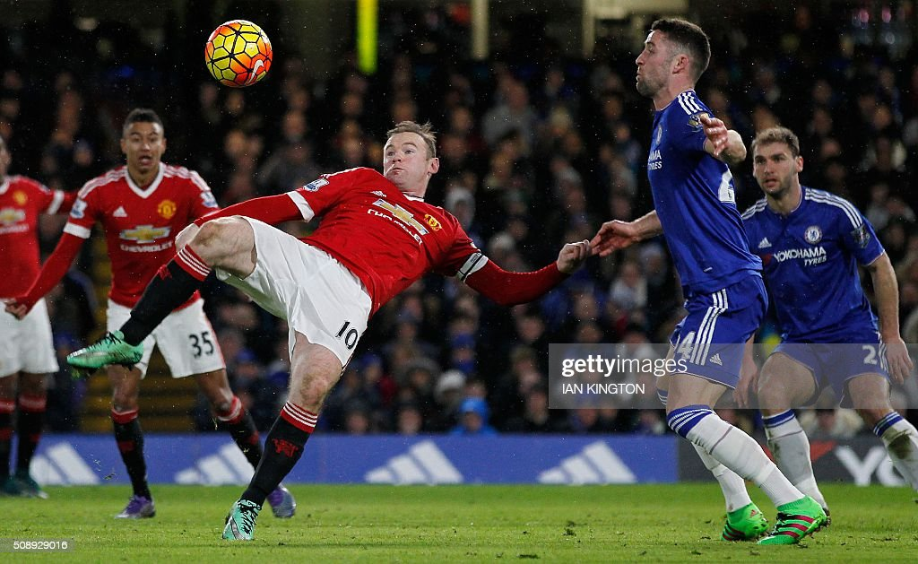 Manchester United's English striker Wayne Rooney (L) has a shot on goal by Chelsea's English defender Gary Cahill during the English Premier League football match between Chelsea and Manchester United at Stamford Bridge in London on February 7, 2016. / AFP / Ian Kington / RESTRICTED TO EDITORIAL USE. No use with unauthorized audio, video, data, fixture lists, club/league logos or 'live' services. Online in-match use limited to 75 images, no video emulation. No use in betting, games or single club/league/player publications. /
