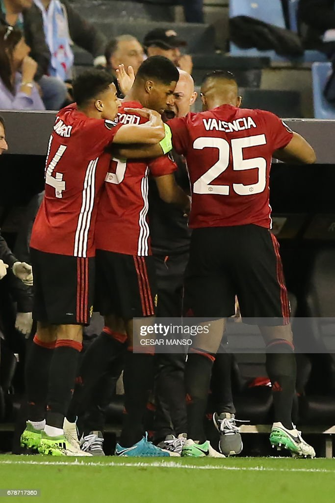 Manchester United's forward Marcus Rashford (C) celebrates with teammates after scoring the opener during their UEFA Europa League semi final first leg football match RC Celta de Vigo vs Manchester United FC at the Balaidos stadium in Vigo on May 4, 2017. Manchester won 1-0. /