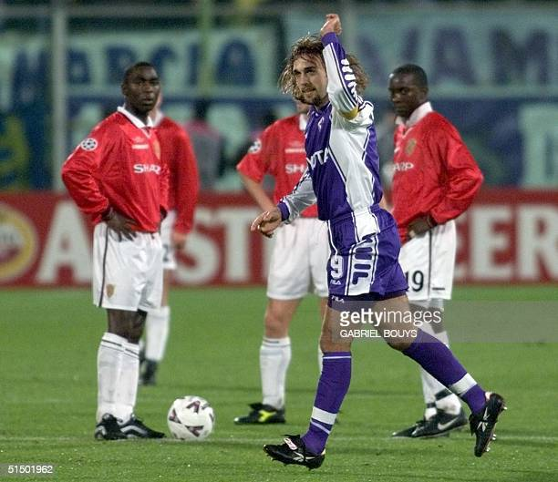 Manchester United's forwards Andy Cole and Dwight Yorke look at Fiorentina's striker Argentinian Gabriel Batistuta as he celebrates after scoring a...