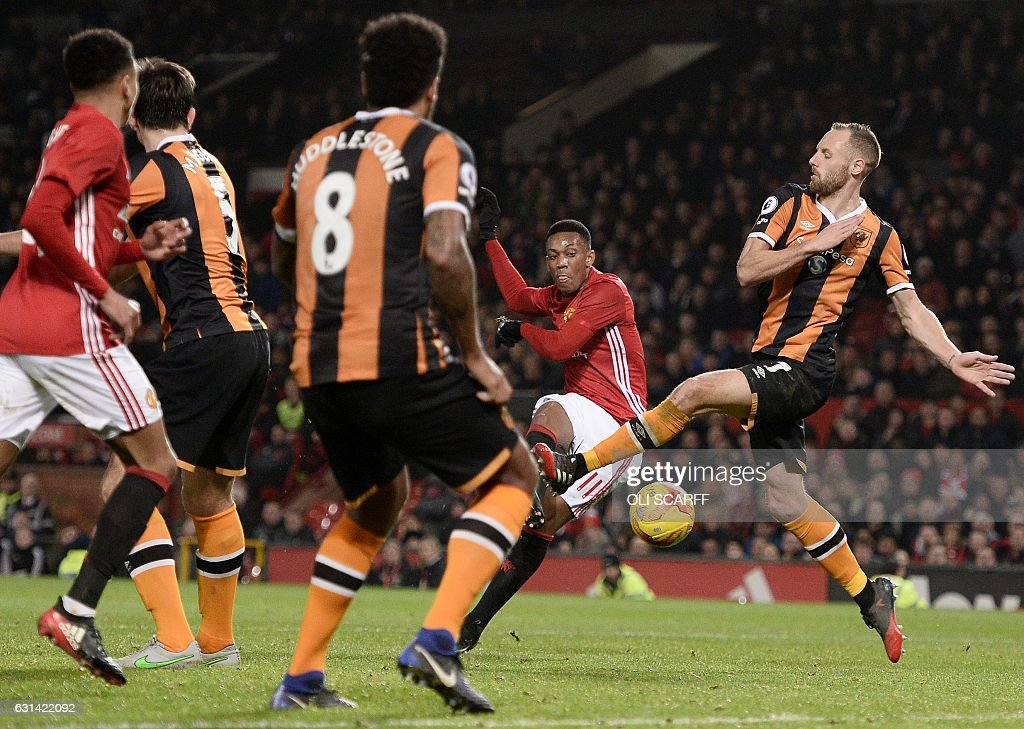 FBL-ENG-LCUP-MAN UTD-HULL : News Photo