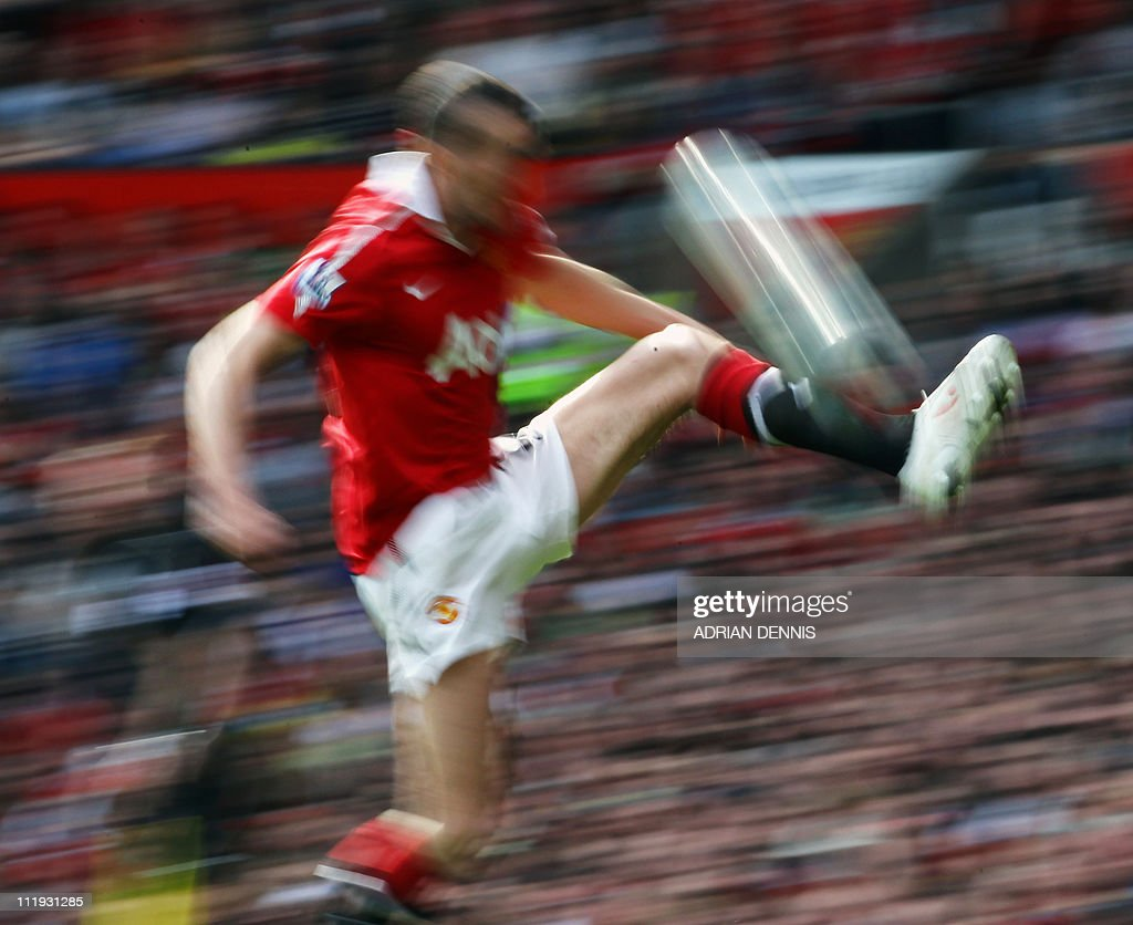 Manchester United's Irish player John O'Shea jumps to control the ball during the English Premier League football match between Manchester United and Fulham at Old Trafford in Manchester, north-west England on April 9, 2011. AFP PHOTO/ADRIAN DENNISFOR EDITORIAL USE ONLY Additional licence required for any commercial/promotional use or use on TV or internet (except identical online version of newspaper) of Premier League/Football League photos. Tel DataCo +44 207 2981656. Do not alter/modify photo.