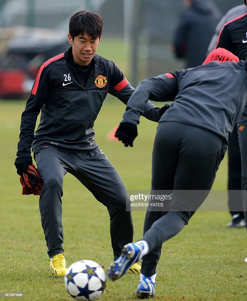 Manchester United's Japanese midfielder Shinji Kagawa (L) participates in a training session with Manchester United's Brazilian defender Rafael Da Silva (L) and Manchester United's English defender Chris Smalling at the Carrington training complex in Manchester, north-west England on February 12, 2013, on the eve of their UEFA Champions League first knockout round first leg football match against Real Madid in Madrid. AFP PHOTO/ANDREW YATES.