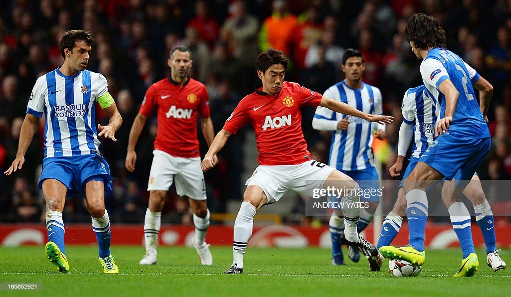 Manchester United's Japanese midfielder Shinji Kagawa (C) vies with Real Sociedad's defender Carlos Martinez (R) during the UEFA Champions League football match between Manchester United and Real Sociedad at Old Trafford in Manchester, north west England on October 23, 2013.