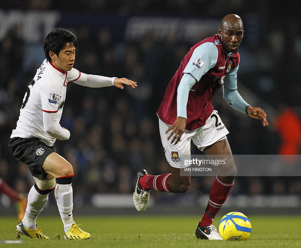 """Manchester United's Japanese midfielder Shinji Kagawa (L) vies with West Ham United's French midfielder Alou Diarra (R) during the English FA Cup third round football match between West Ham United and Manchester United at the Boleyn Ground, Upton Park, in East London on January 5, 2013. USE. No use with unauthorized audio, video, data, fixture lists, club/league logos or """"live"""" services. Online in-match use limited to 45 images, no video emulation. No use in betting, games or single club/league/player publications."""