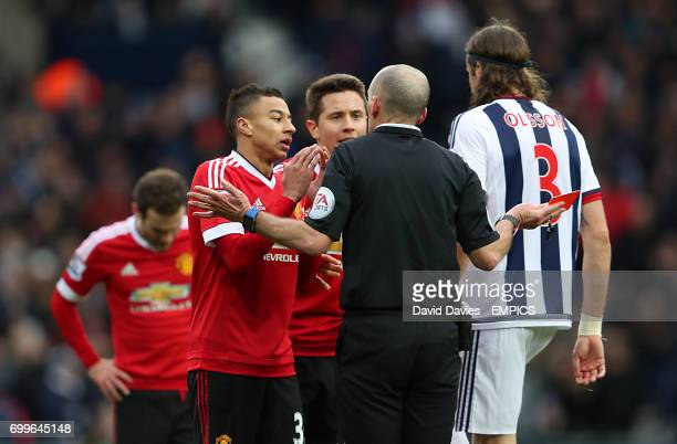 Manchester United's Jesse Lingard and Aguera Ander Herrera speak with referee Mike Dean as Juan Mata receives a second yellow card