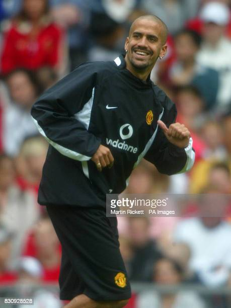 Manchester United's Juan Veron during a training session at Old Trafford Manchester THIS PICTURE CAN ONLY BE USED WITHIN THE CONTEXT OF AN EDITORIAL...