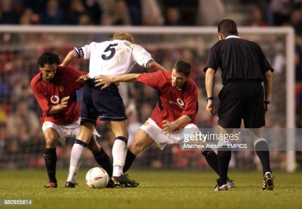 Manchester United's Kieran Richardson and Phil Bardsley take the ball off Middlesbrough's Andrew Davies