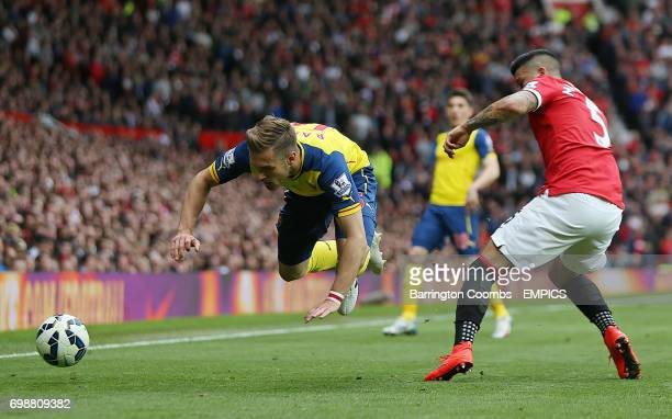 Manchester United's Marcos Rojo and Arsenal's Aaron Ramsey battle for the ball